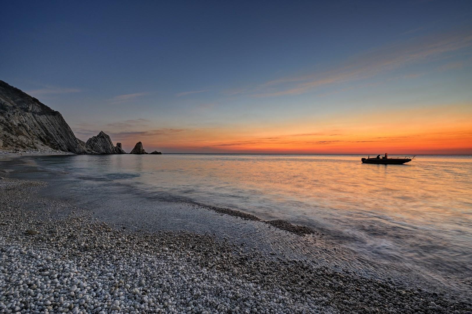 Conero, tramonto sulla spiaggia