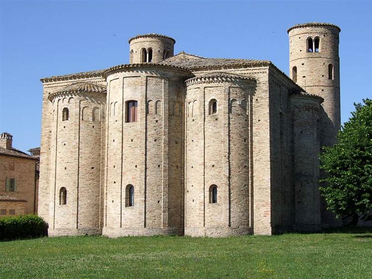 San Claudio al Chienti è Aquisgrana